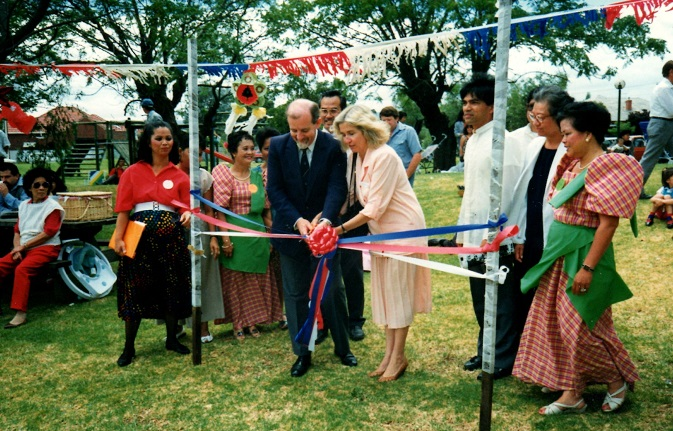 p30-insight-dj-PASKO FILIPINO 1989  in Adelaide SA with Hon John Trainer MP and Mrs Elizabeth Harvey MHR420