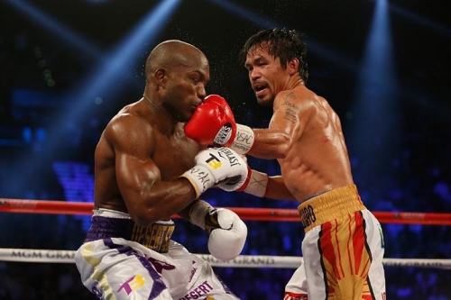LAS VEGAS, NEVADA – APRIL 09: Manny Pacquiao (R) lands a left to the chin of Timothy Bradley Jr. during their welterweight championship fight on April 9, 2016 at MGM Grand Garden Arena in Las Vegas, Nevada. Pacquiao won by unaimous decision. Christian Petersen/Getty Images/AFP Read more at http://www.mb.com.ph/palace-congratulates-pacquiaos-victory-vs-bradley/#qwYJAQhmEXBJ3WRo.99