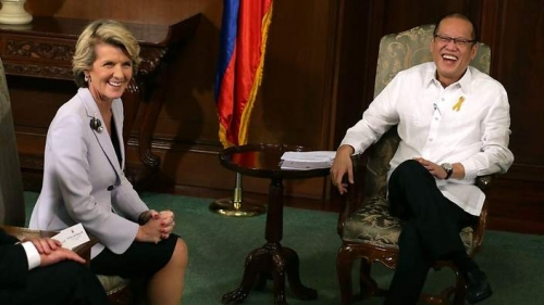 Australian Foreign Minister Julie Bishop and Philippine President Benigno Aquino inside the Malacanang presidential palace in Manila on February 20, 2014